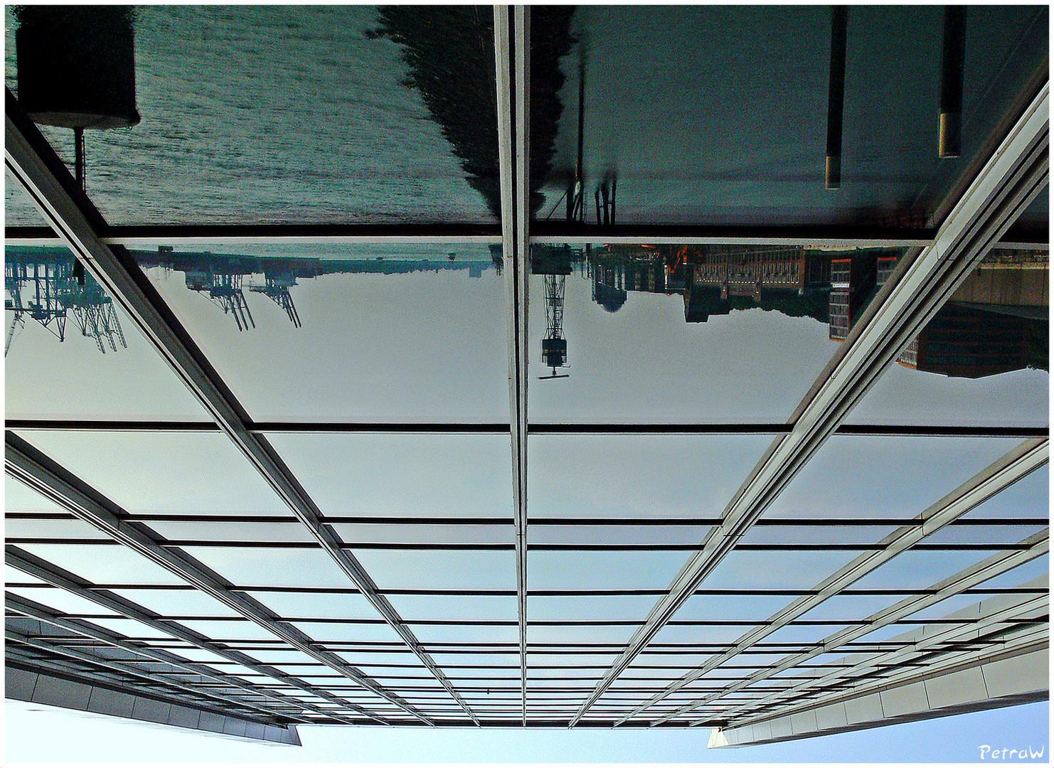 Dockland-Spitze von unten über Kopf