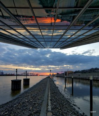 Dockland - The Sun goes down