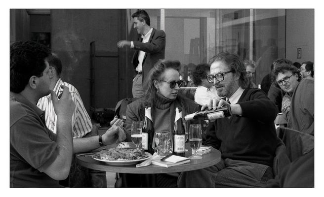 documenta 9: Wie alberne Menschen sich in den Vordergrund drängen und ein Bild ruinieren können.