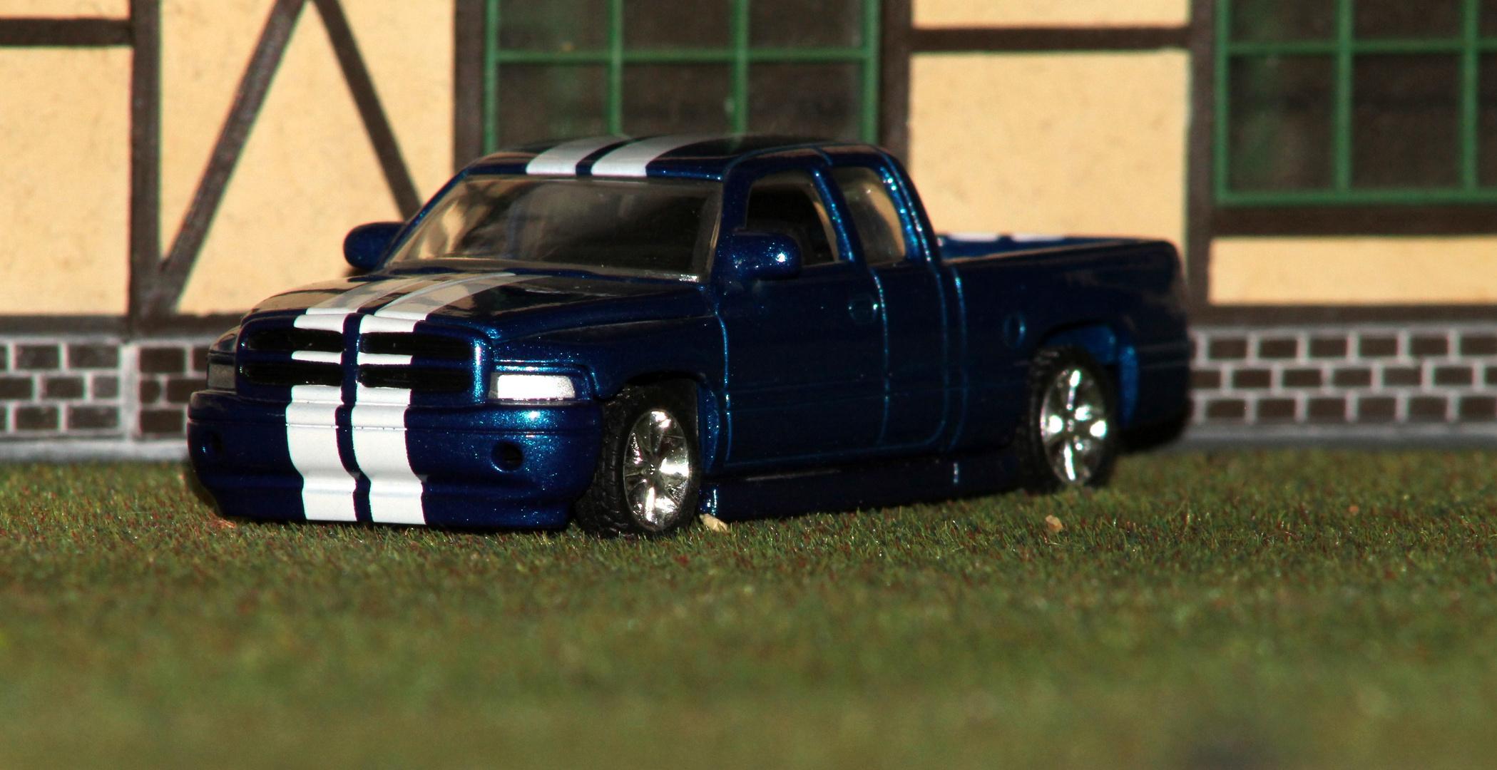 Dodge RAM Metallic blau