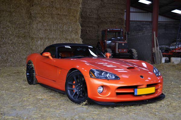 Dodge Viper orange