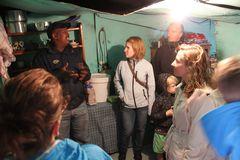 DOKUFOTO: Besuch in der Einraumhuette ... bei Kapstadt