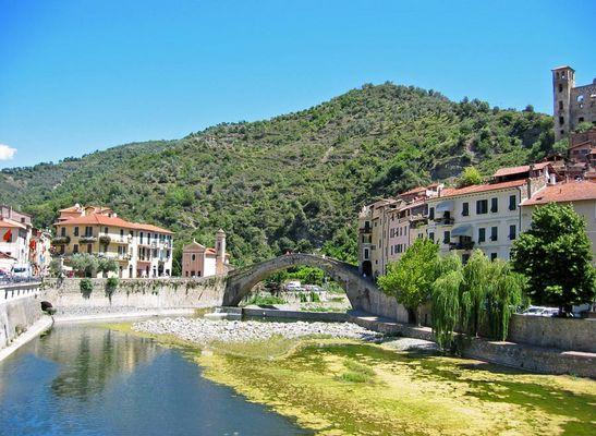 Dolceacqua - Brücke über die Nervia