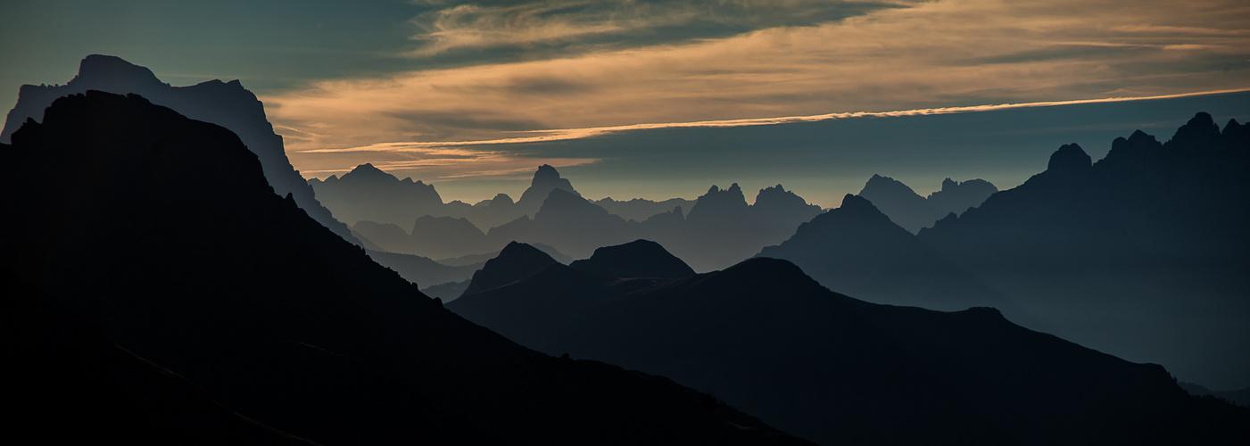 Dolomiten im Morgen Licht