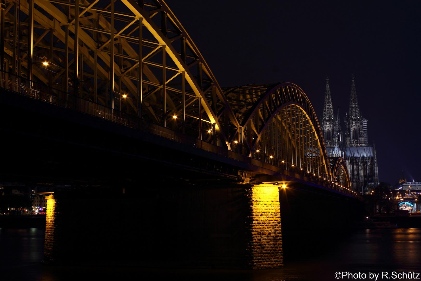 Dom CGN in der Nacht