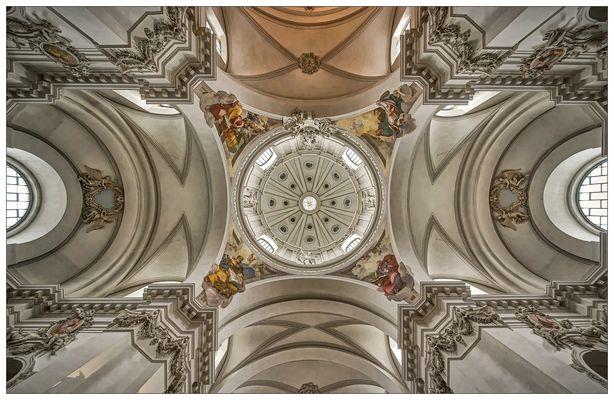 """Dom St. Salvator zu Fulda """" der Blick zur Kuppel, aus meiner Sicht ..."""""""