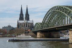 Dom und Brücke