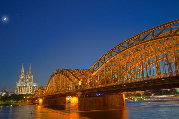 Dom und Hohenzollernbrücke bei Nacht
