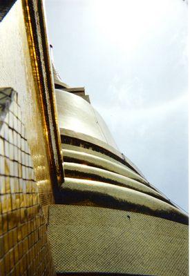 dome du temble boudiste de l elephant blanc(chiang mai)