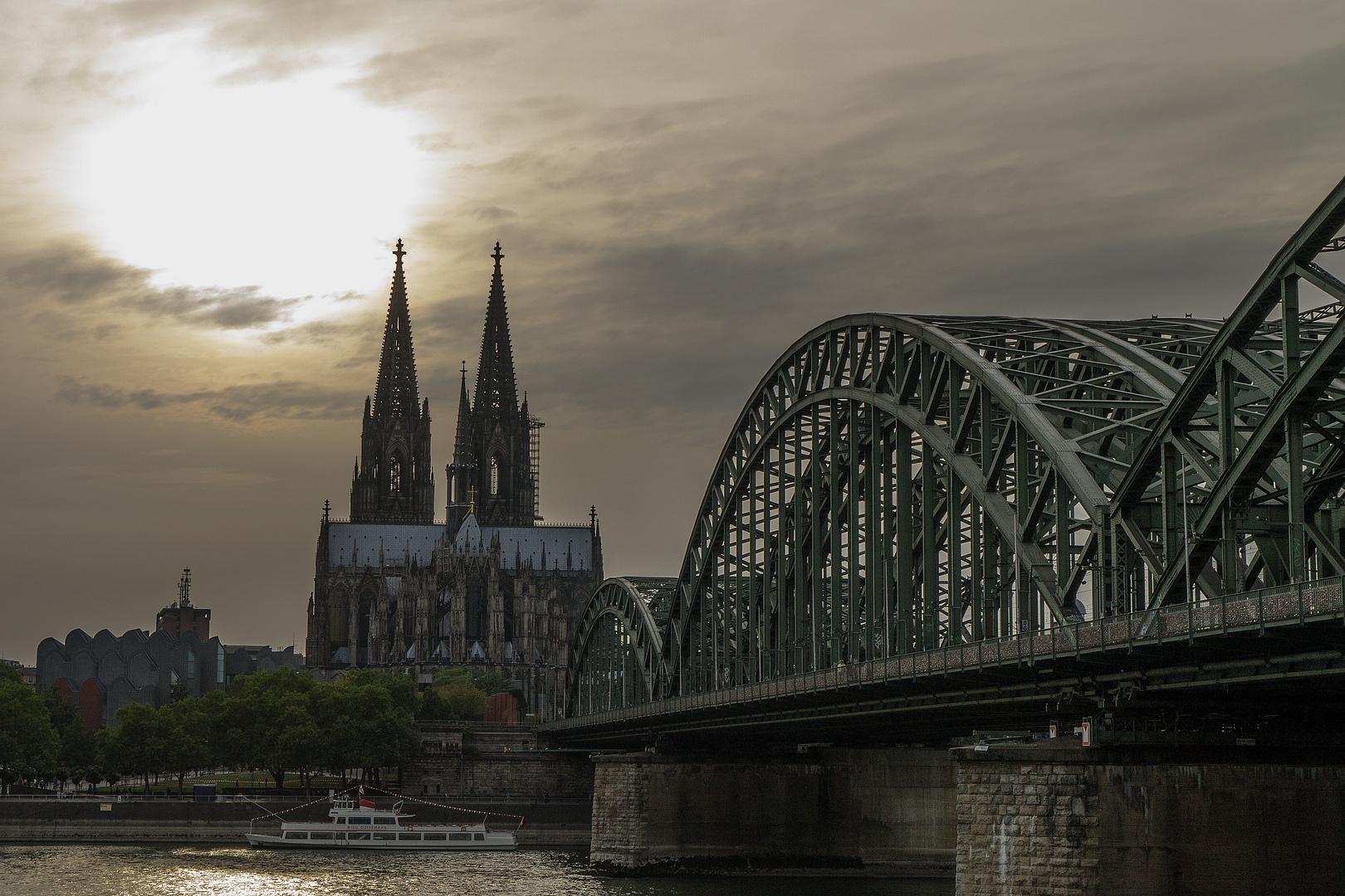 Dom+Hohenzollernbrücke in der Dämmerung