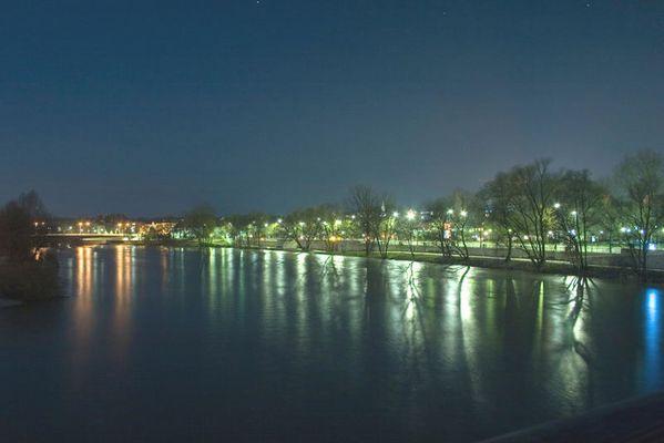 Donau bei Nacht