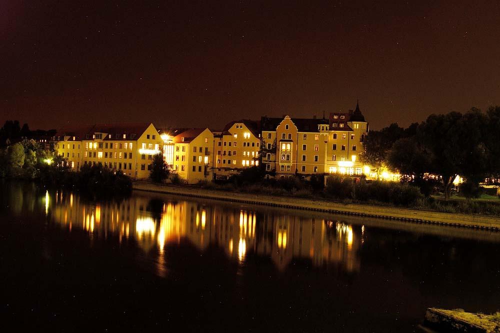 Donau / Regensburg bei Nacht