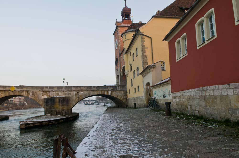 Donau und Brücke
