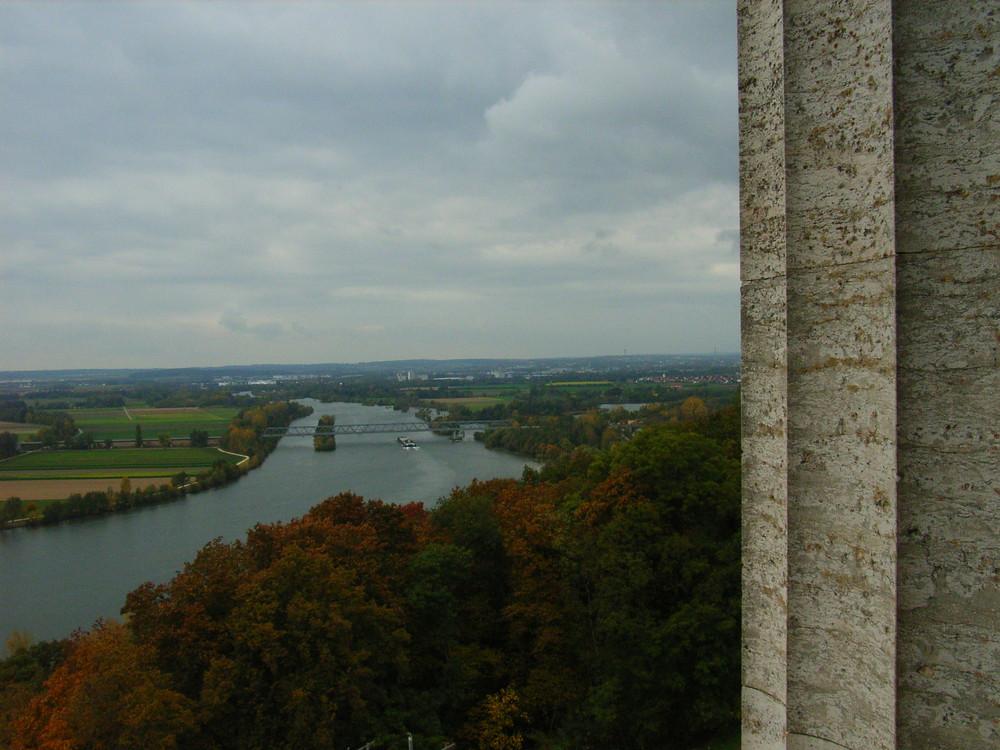 Donaulandschaft mit Säule der Wallhalla