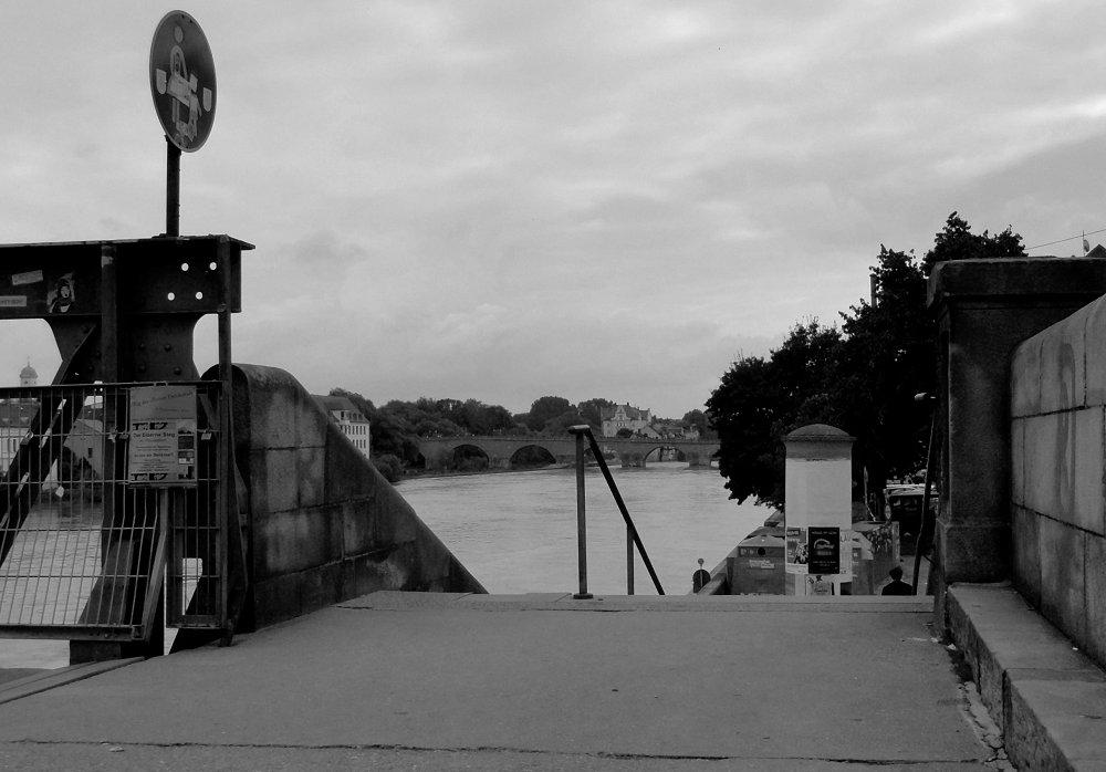 Donauside - von Steg zu Brücke