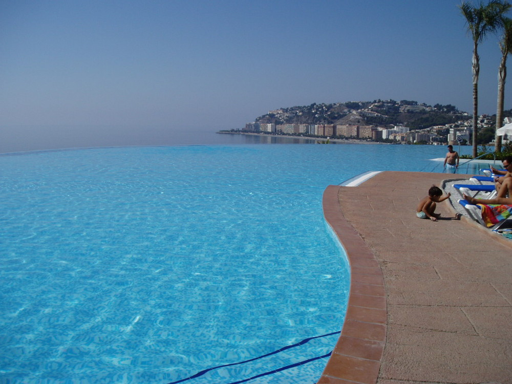 Donde acaba la piscina?...y el mar?...y el cielo?...y el horizonte?