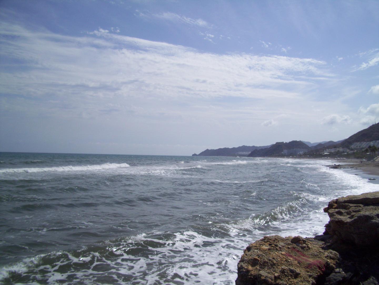 donde las olas producen espumas