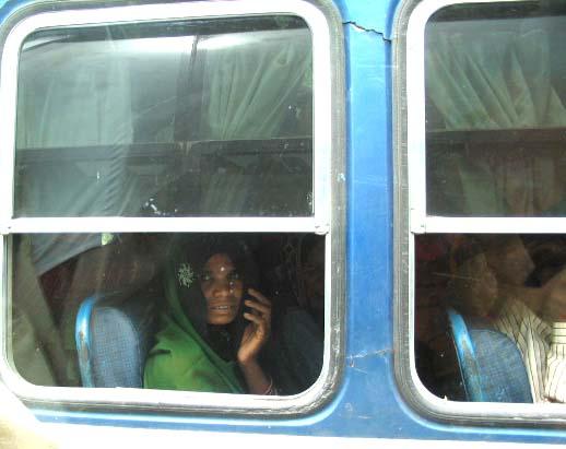 Donna al finestrino