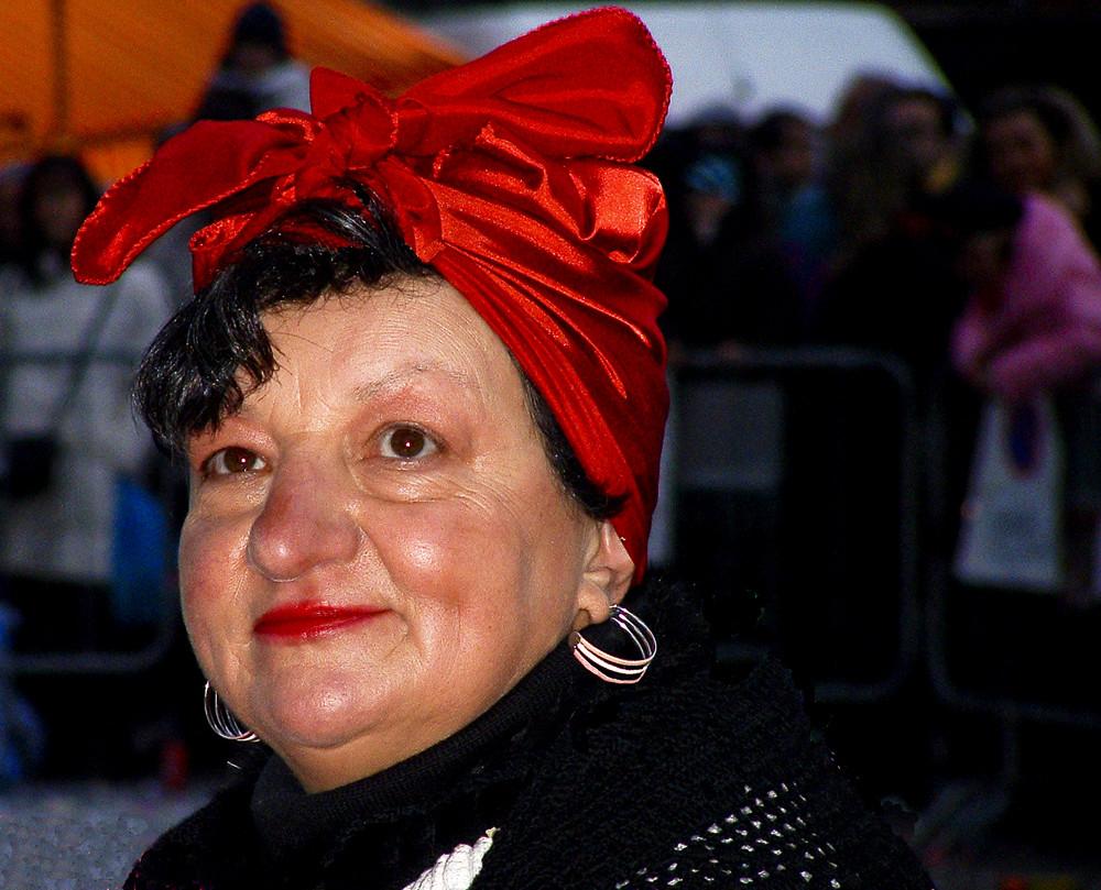 Donna col turbante rosso