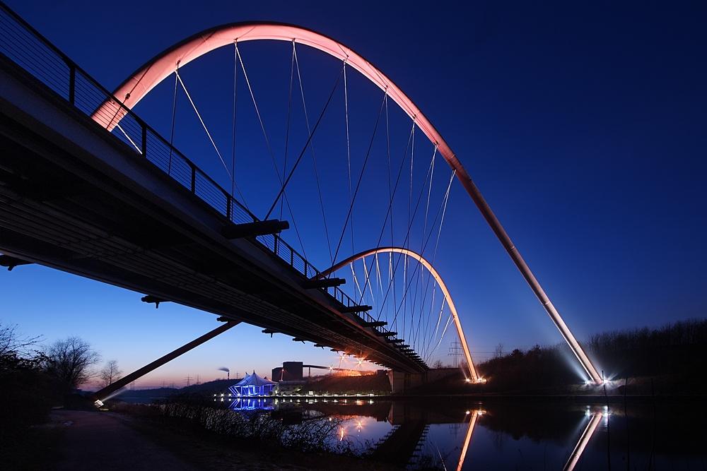 Doppelbogenbrücke II oder Gerade vs. Kurve