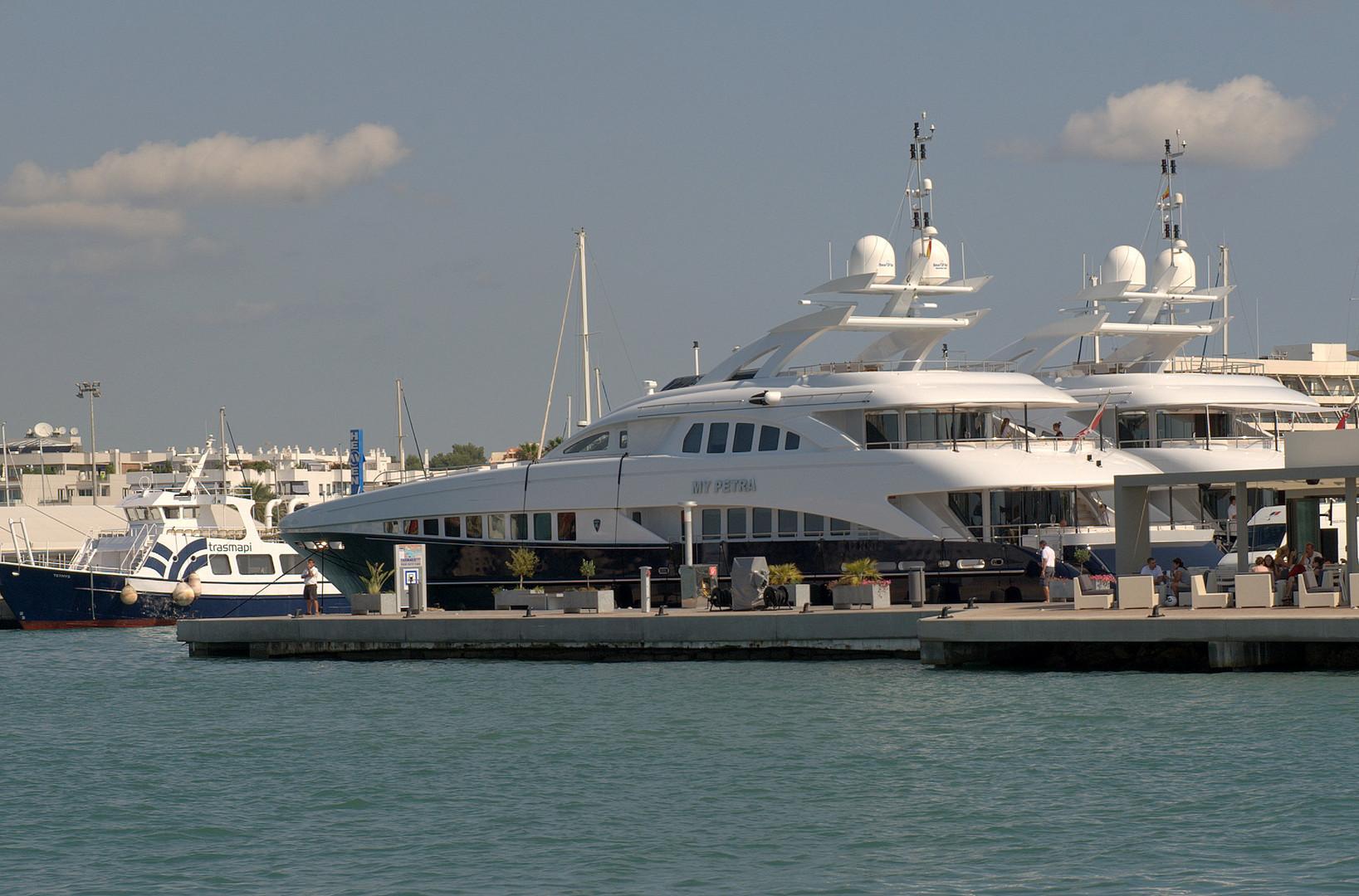 Doppelpack in Hafen von Ibiza