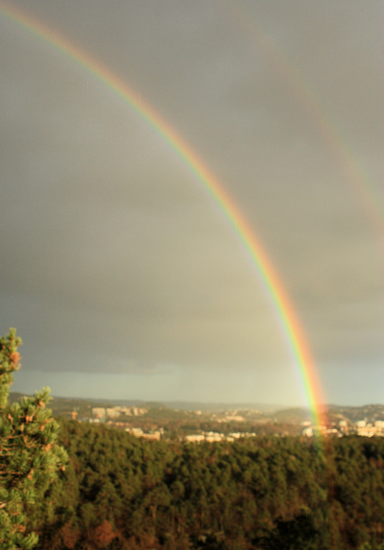 Doppelter Regenbogen über Krisiansand/Norwegen