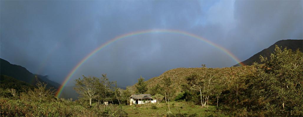 Doppelter Regenbogen über Rabadilla De Vaca
