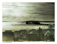 Dorf im Nebel