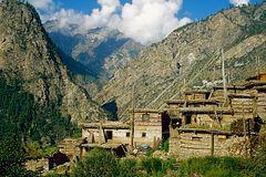 Dorf im Tal des Karnali-Rivers