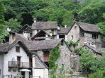 Dorf im Tessin