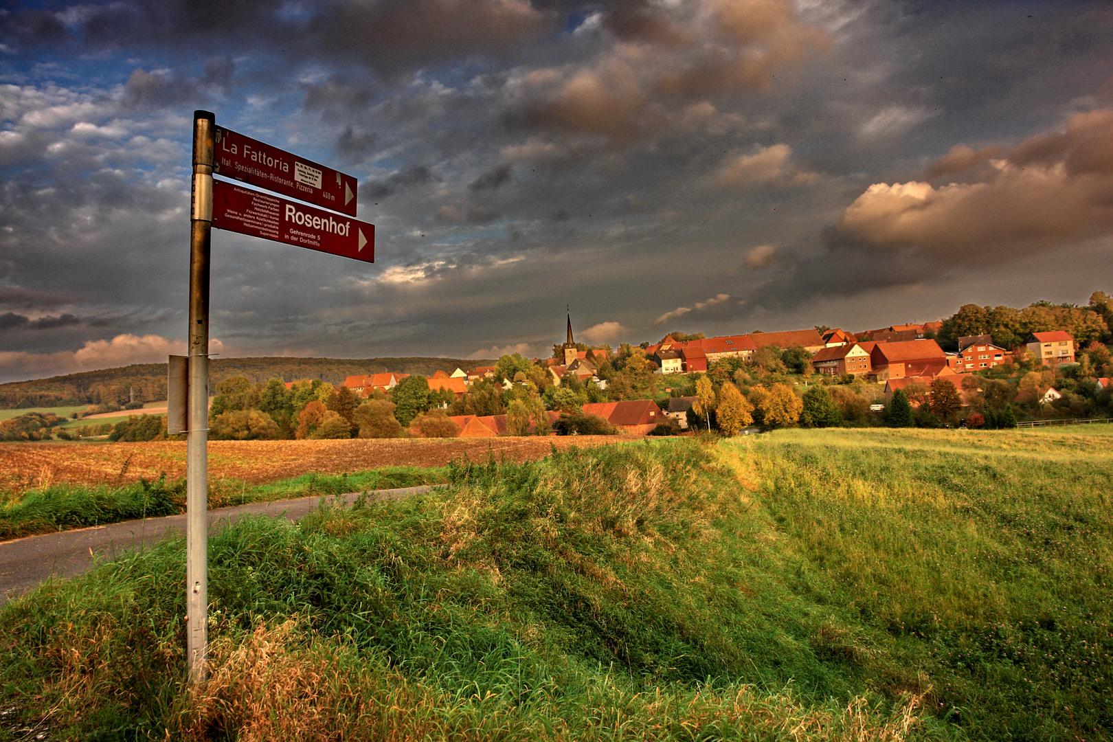 Dorf in der Abendsonne