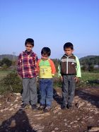 Dorf Kinder.