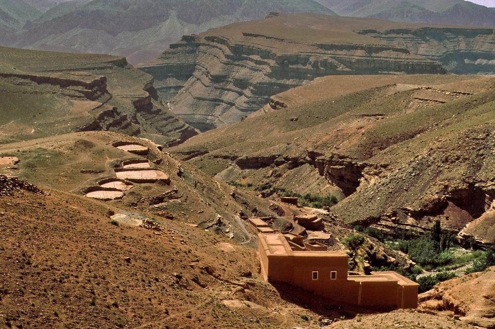 Dorf mit Dreschplätzen