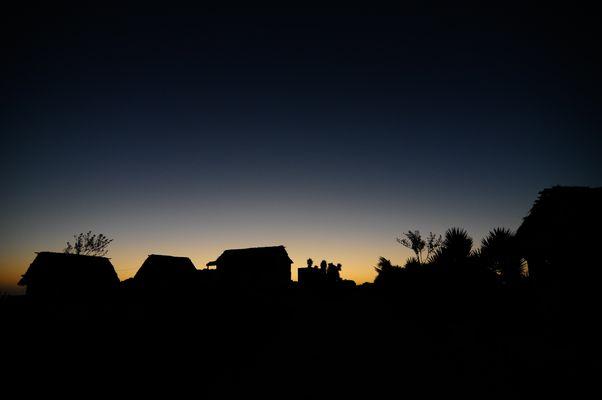 Dorf unter Nachthimmel