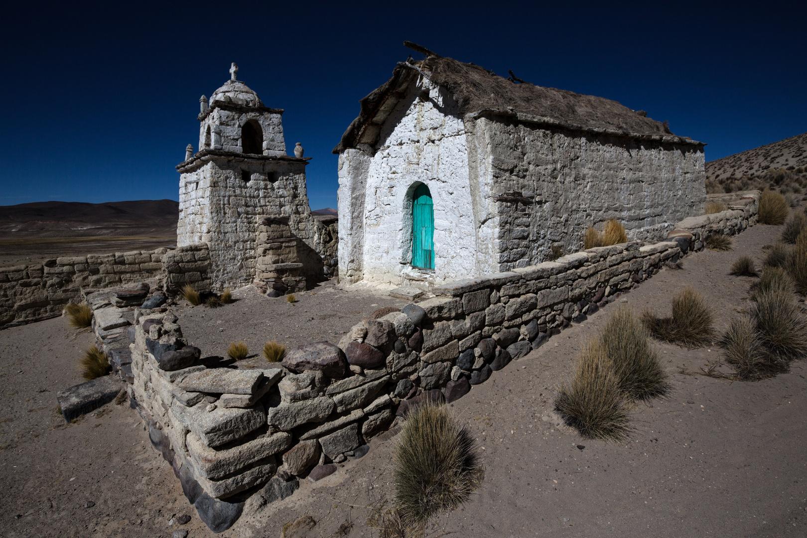 [ … Dorfkirche auf dem Altiplano ]