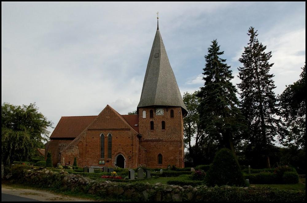 Dorfkirche Elmenhorst in der Nähe von Boltenhagen (2006)