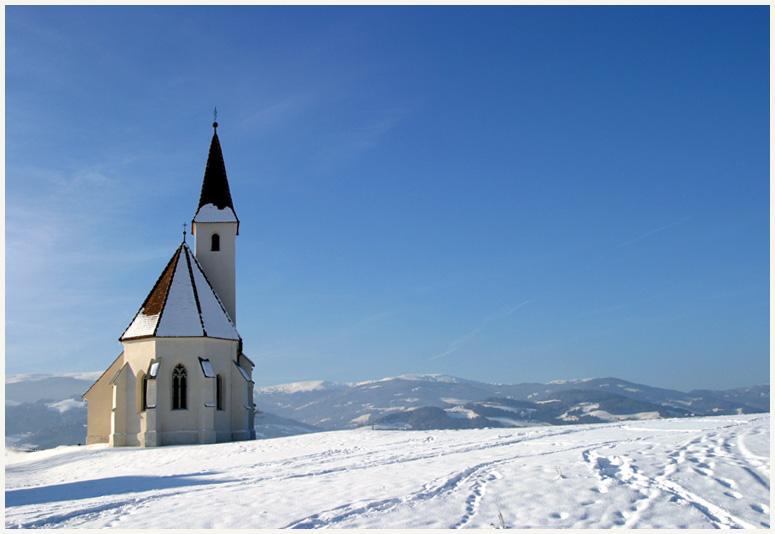 Dorfkirchlein im Schnee