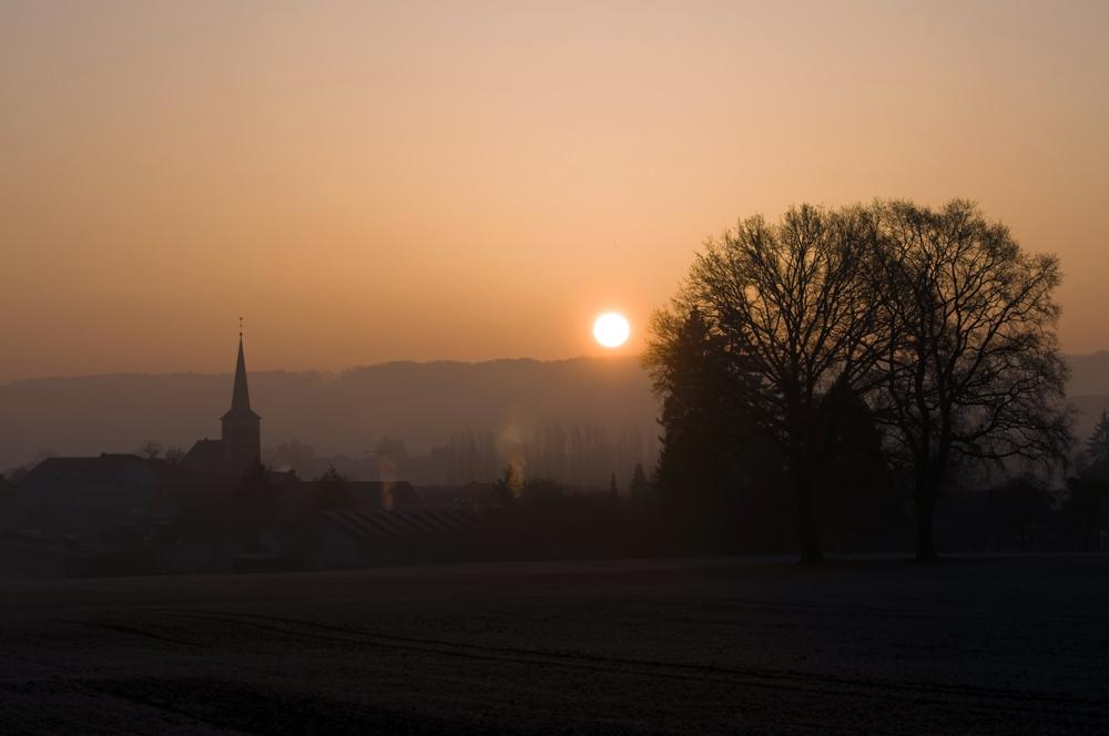 Dorflandschaft im Sonnenaufgang