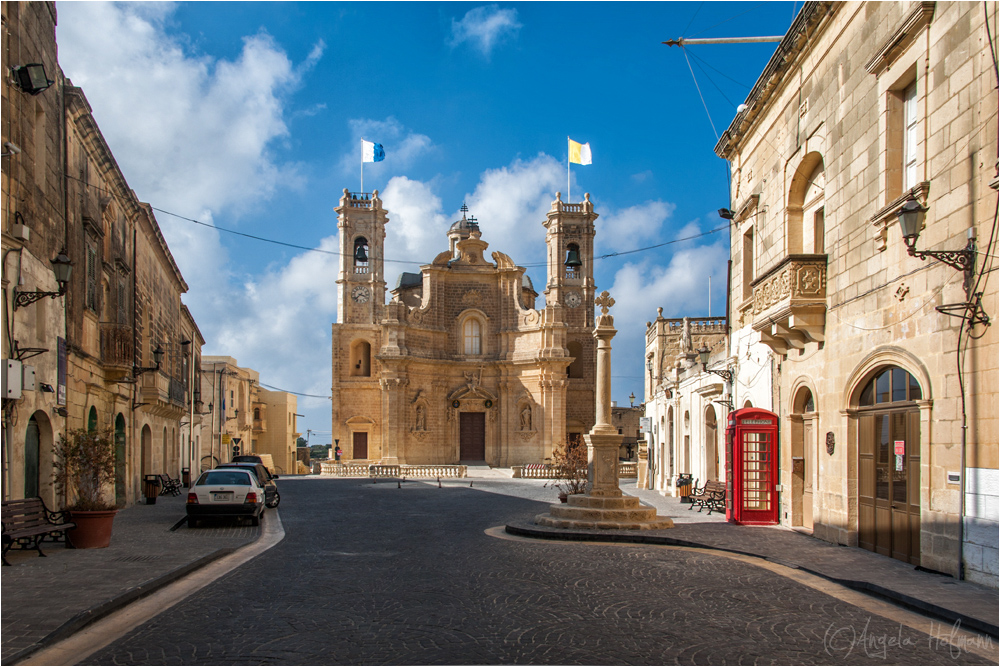 Dorfplatz in Gharb