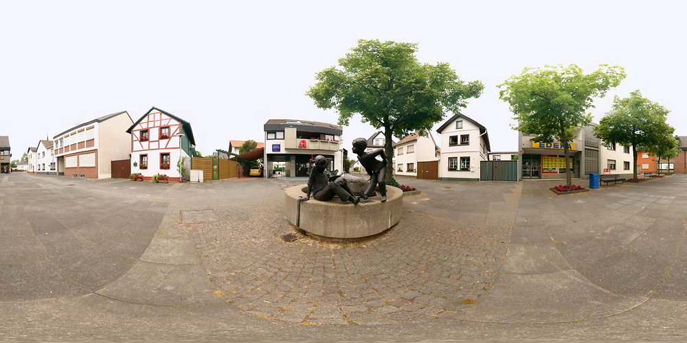 Dorfplatz Meckenheim-Merl ...