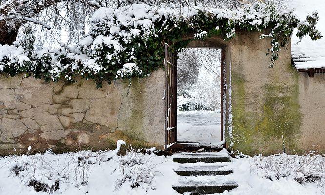 Dorfrundgang ~ Stufen im Schnee