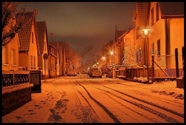Dorfsträßchen im Schnee