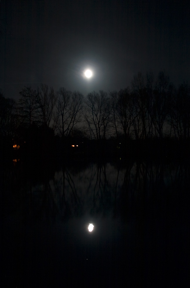 Dorfteich Barrien bei Nacht