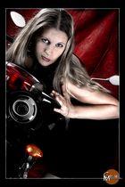 Doris auf dem Motorrad 2