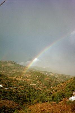 Dort wo das herz eines geliebten Menschen schlägt, entsteht ein Regenbogen...