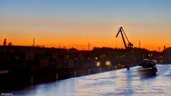 Dortmunder Hafen mit Geisterschiff