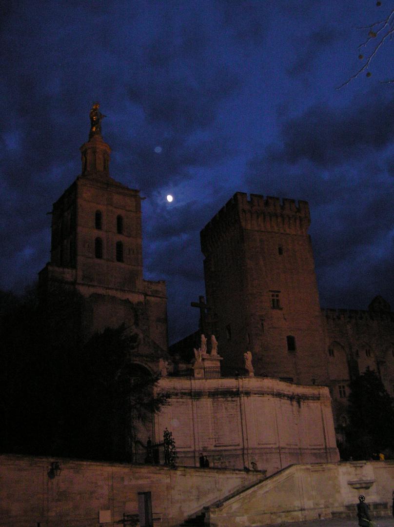 double lune en Avignon