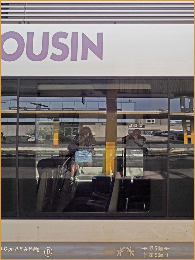Double selfie dans la vitre d'un train en gare de Limoges-Bénédictins