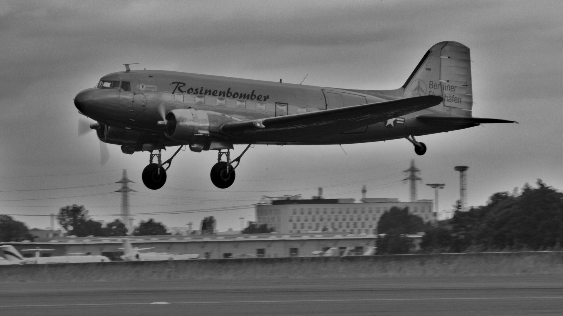 Douglas DC 3 , der Rosinenbomber