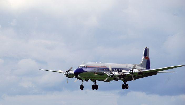 Douglas DC-6 im Anflug auf die Airpower